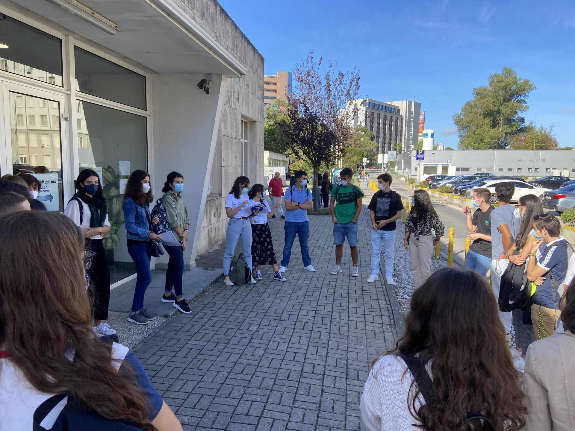 grupo de estudantes em circulo