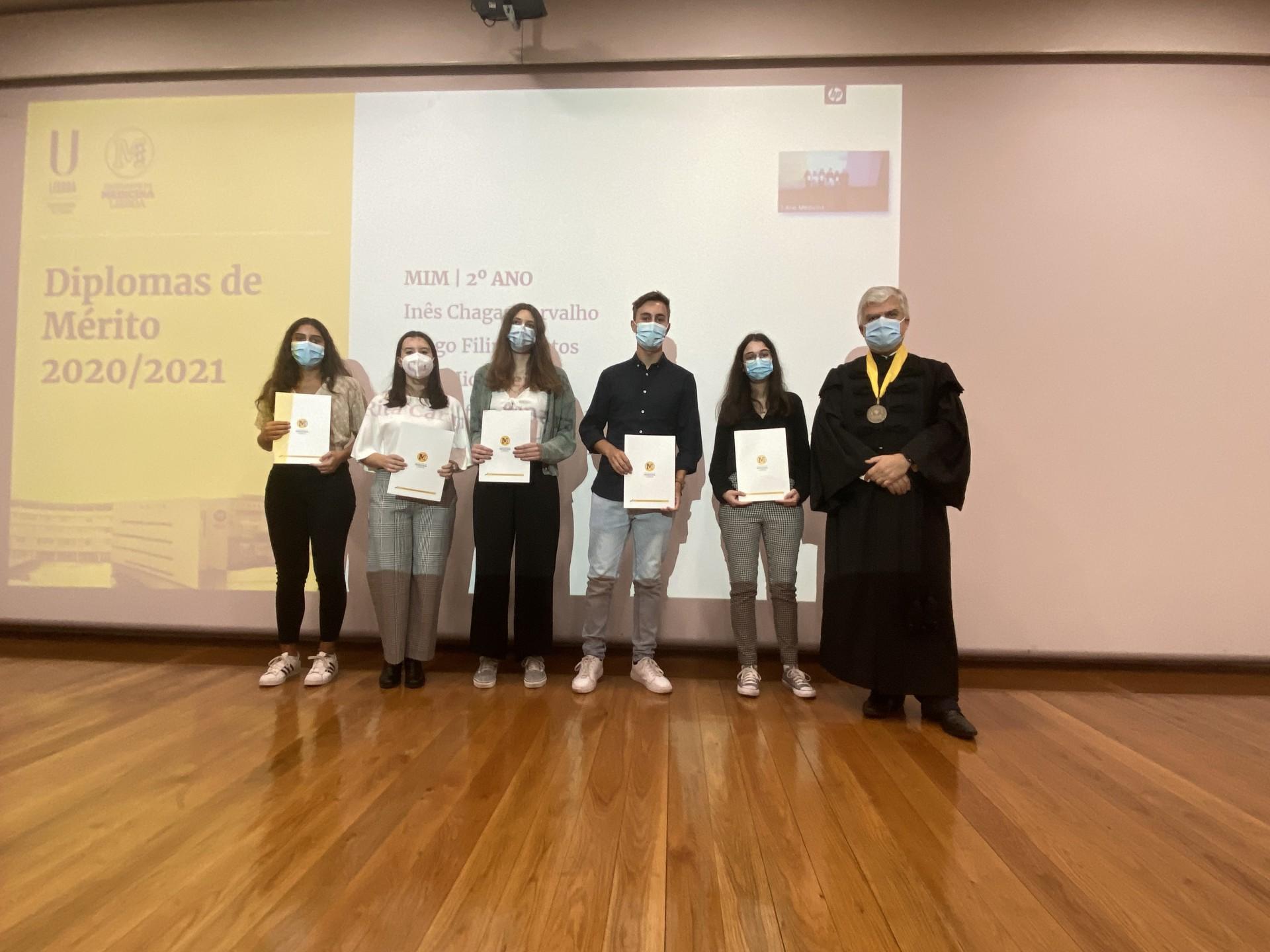 estudantes a receber prémio
